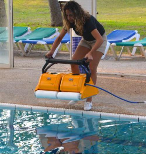 Dolphin dynamic 2x2 pro gyro pulitore robot per piscine for Piscine 2x2